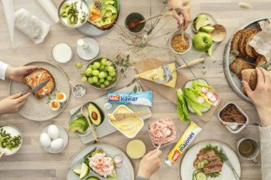 Frokostbord med produkter fra Mills, Delikat og margarinbeger