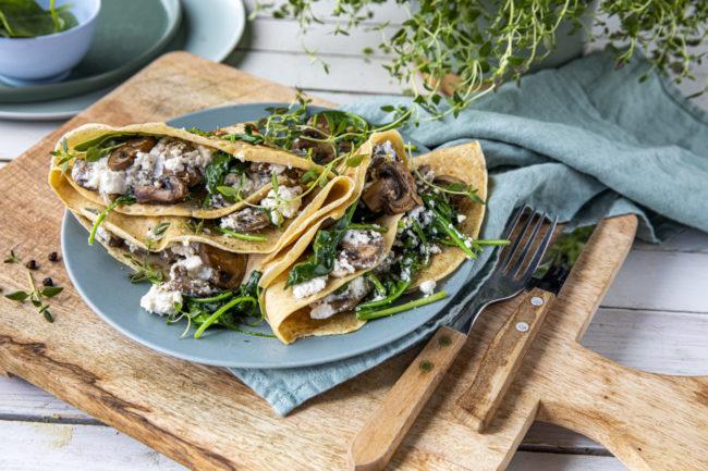 Middagspannekaker med sopp og spinat
