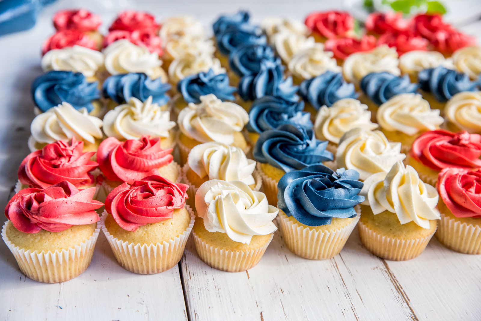 Close up muffins i flaggformasjon