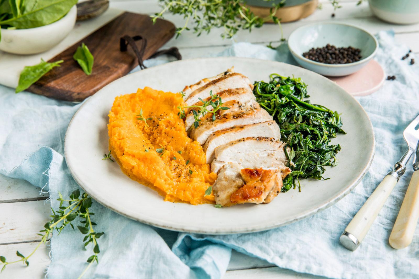 Stekt kyllingfilet med søtpotetpure og spinat