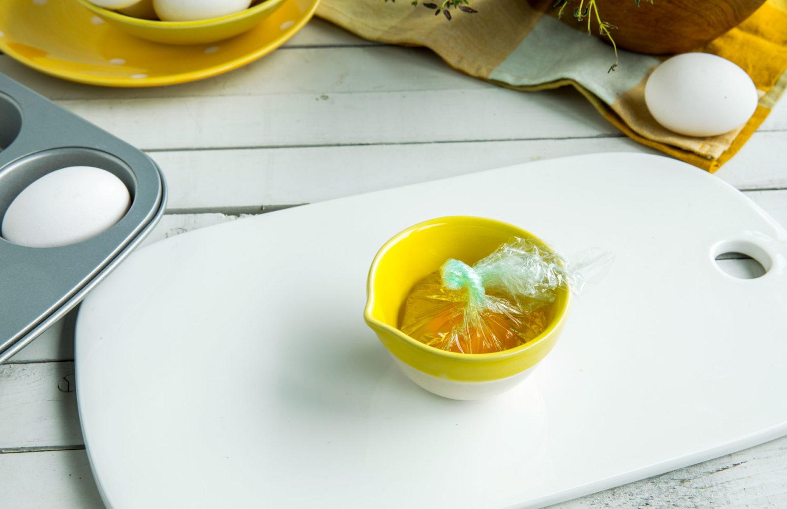 Egg i plastfolie