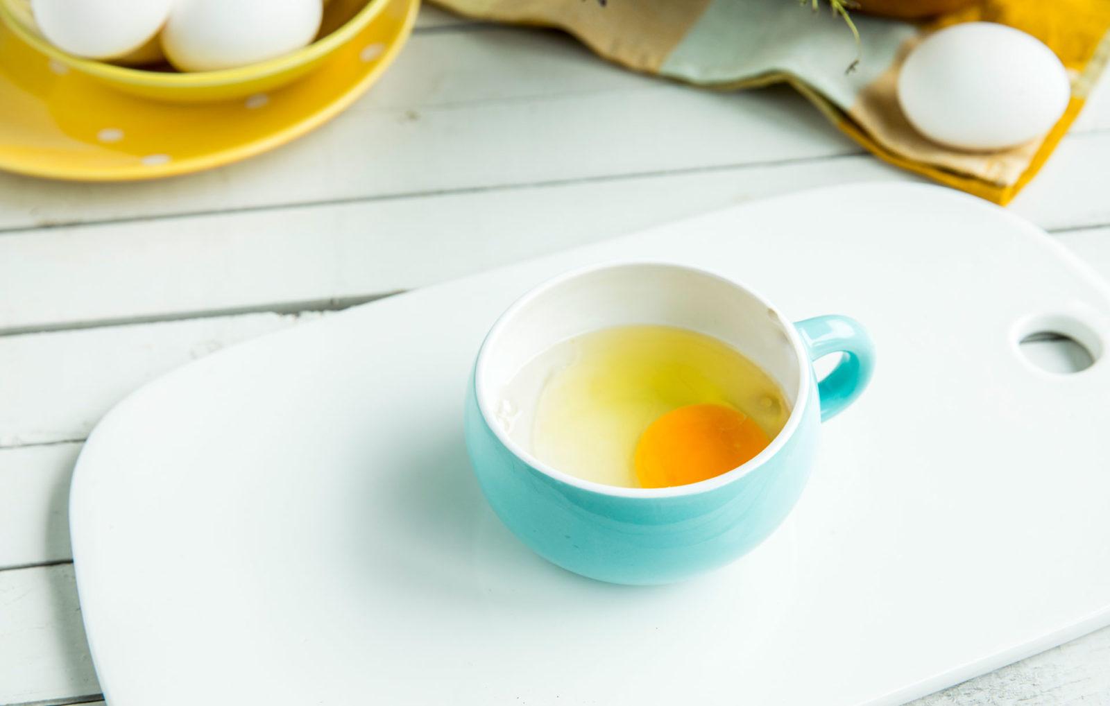 Posjert egg i kopp