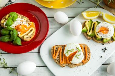 Posjert egg med pålegg