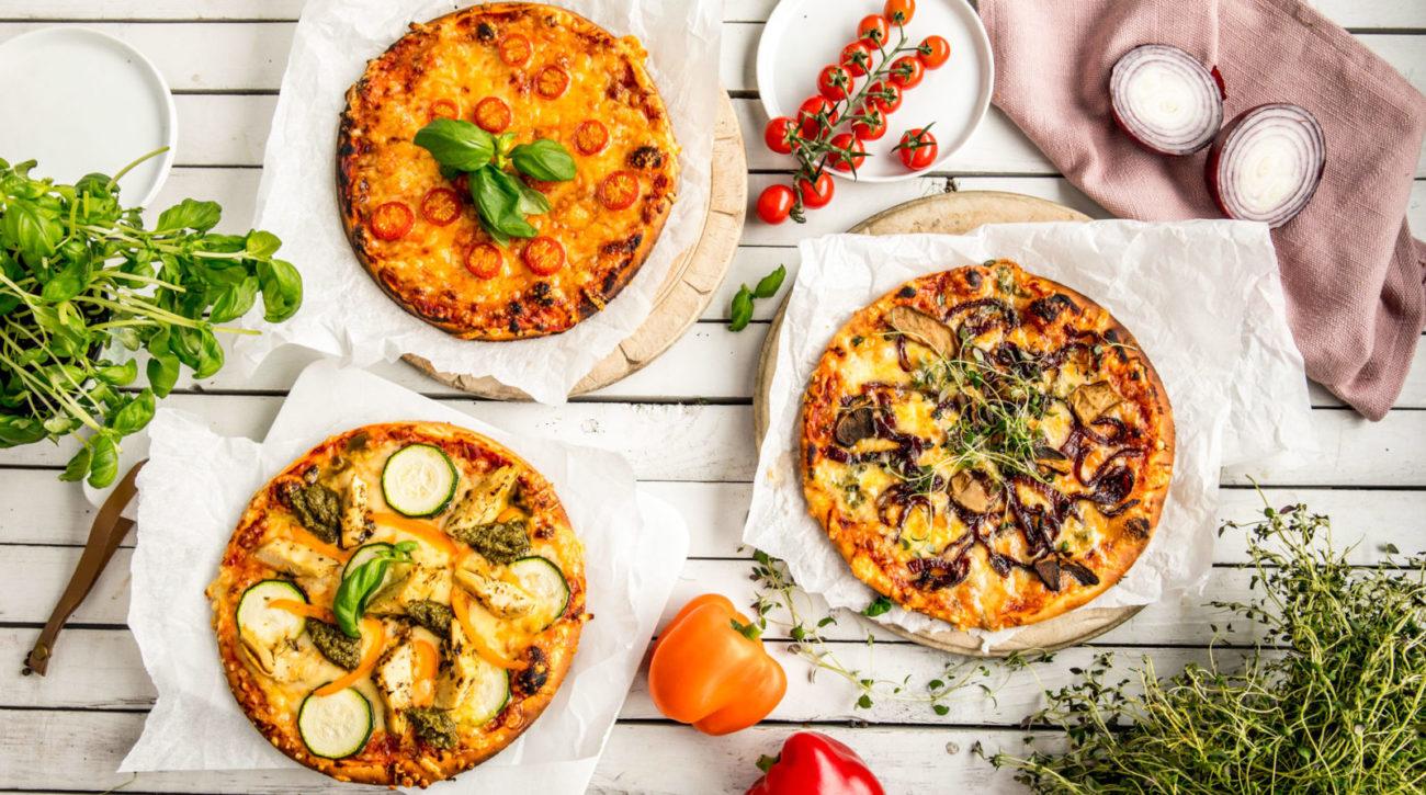 Vegetarpizza tre ulike smaker.
