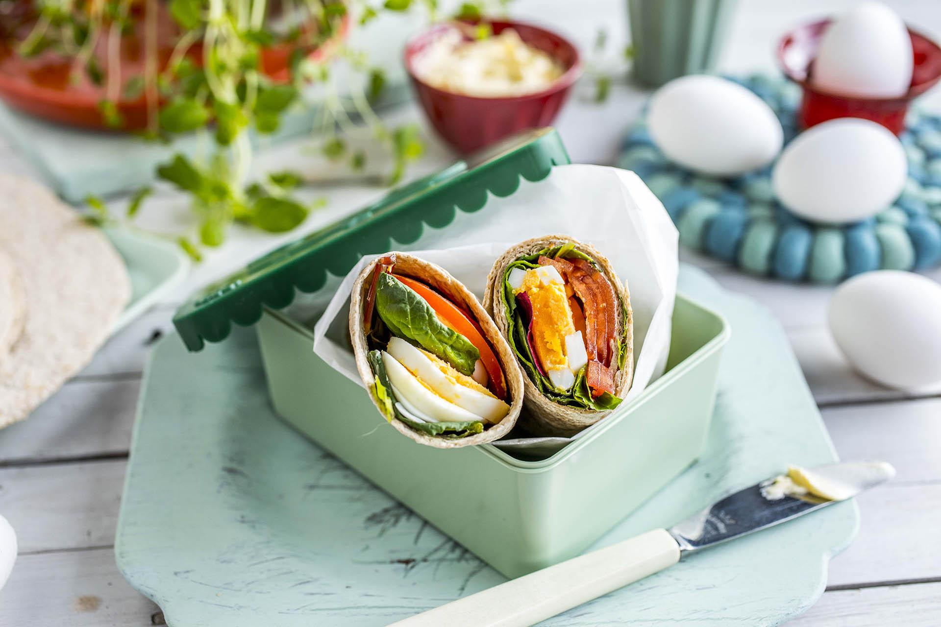 Wrap med egg og tomater