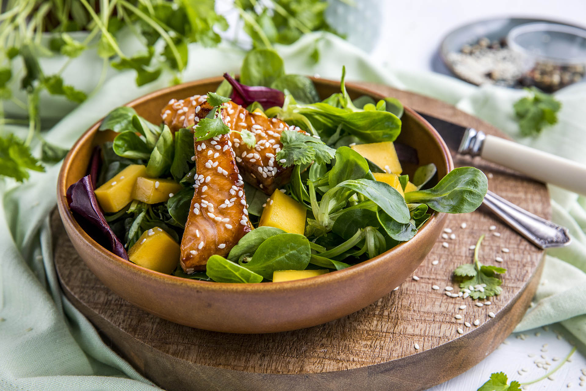 Asiatisk laksesalat med mango