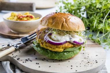Vegetarburger av quinoa og paprika