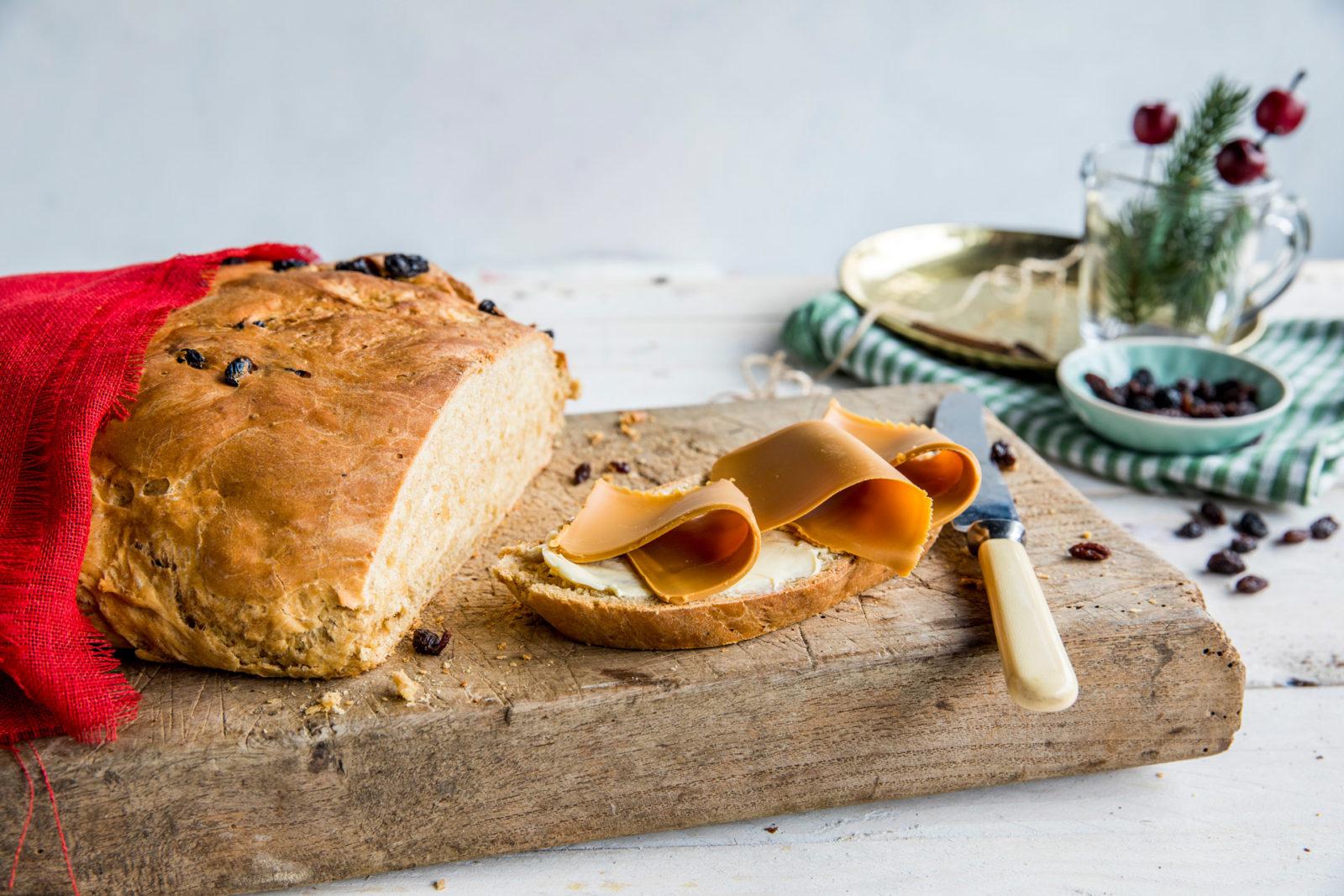Vørterbrød med margarin og brunost. Foto.
