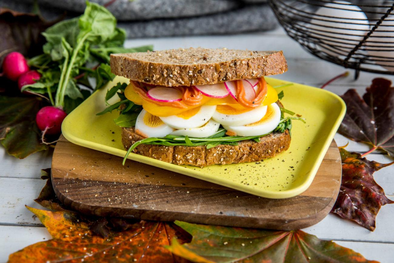 Tursandwich med egg og kaviar. Foto.