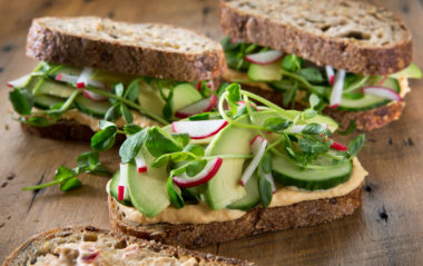 Sandwich med fyldig paprikamajones. Foto.