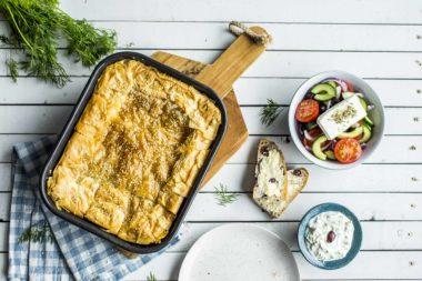 greske meze - spinatpai, tzatziki og fetasalat
