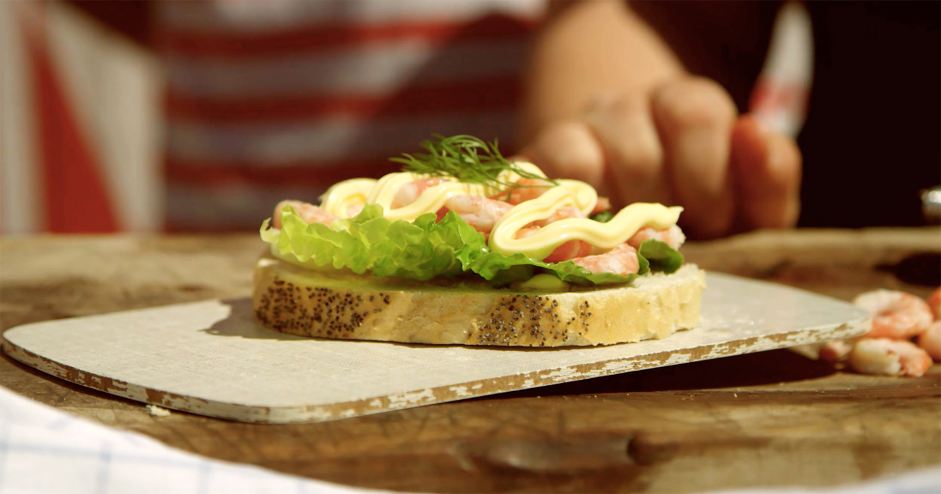 Reker på brød. Foto.