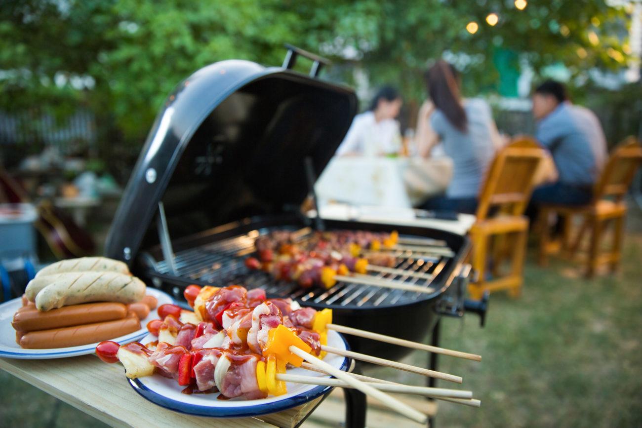 Grilling av kjøtt. Foto.
