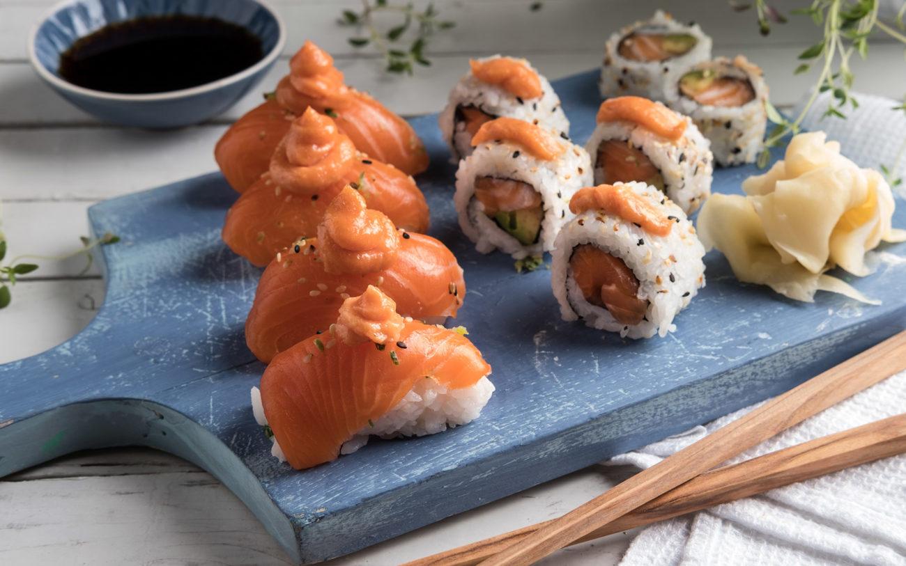 Kaviar på sushi. Foto.