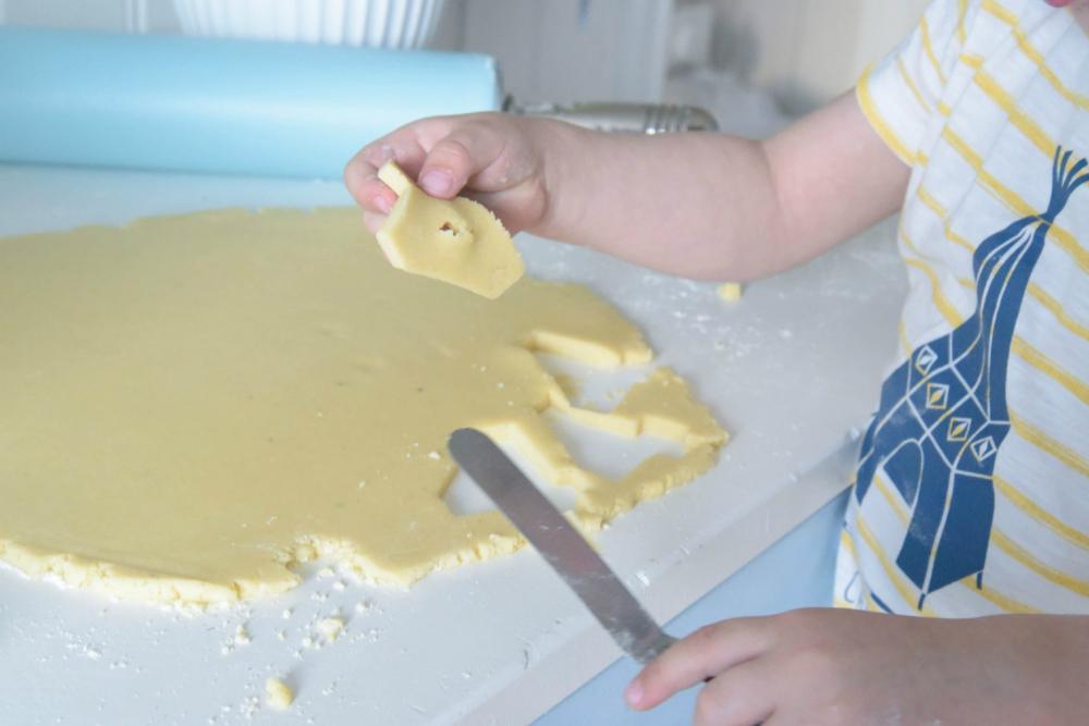 Baking og utstikking av deig.