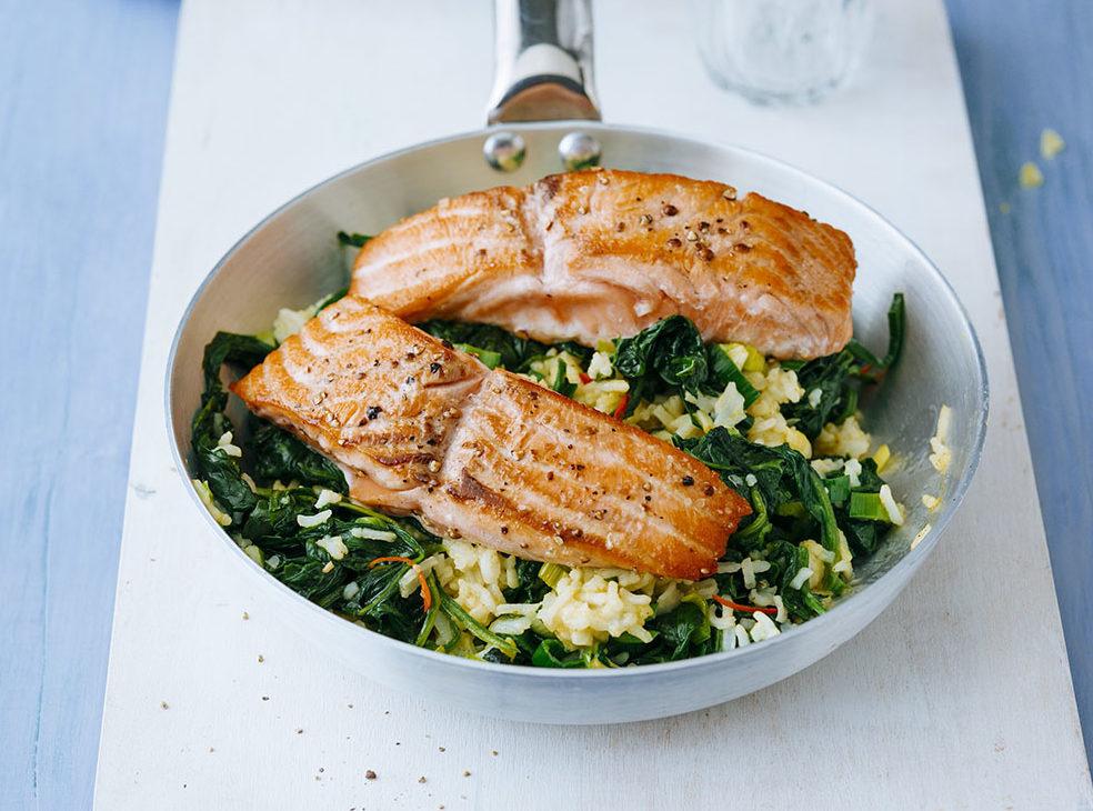 Stekt laks med ris og spinat