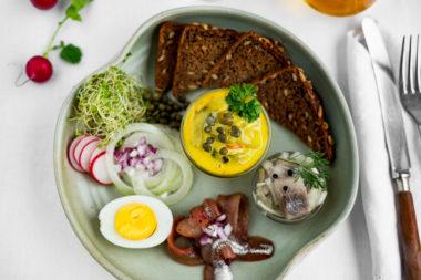 Sildetallerken under dansk frokost
