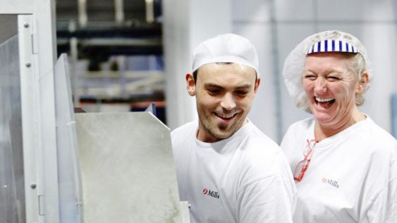 Ansatte på fabrikken i Fredrikstad på jobb