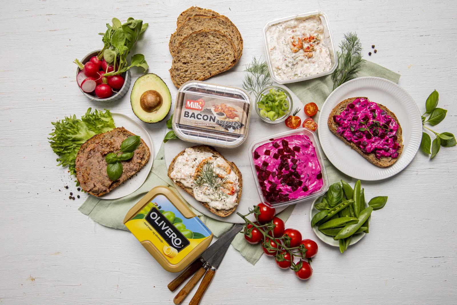 Lunsjbord med blant annet Olivero, leverpostei og rødbetsalat
