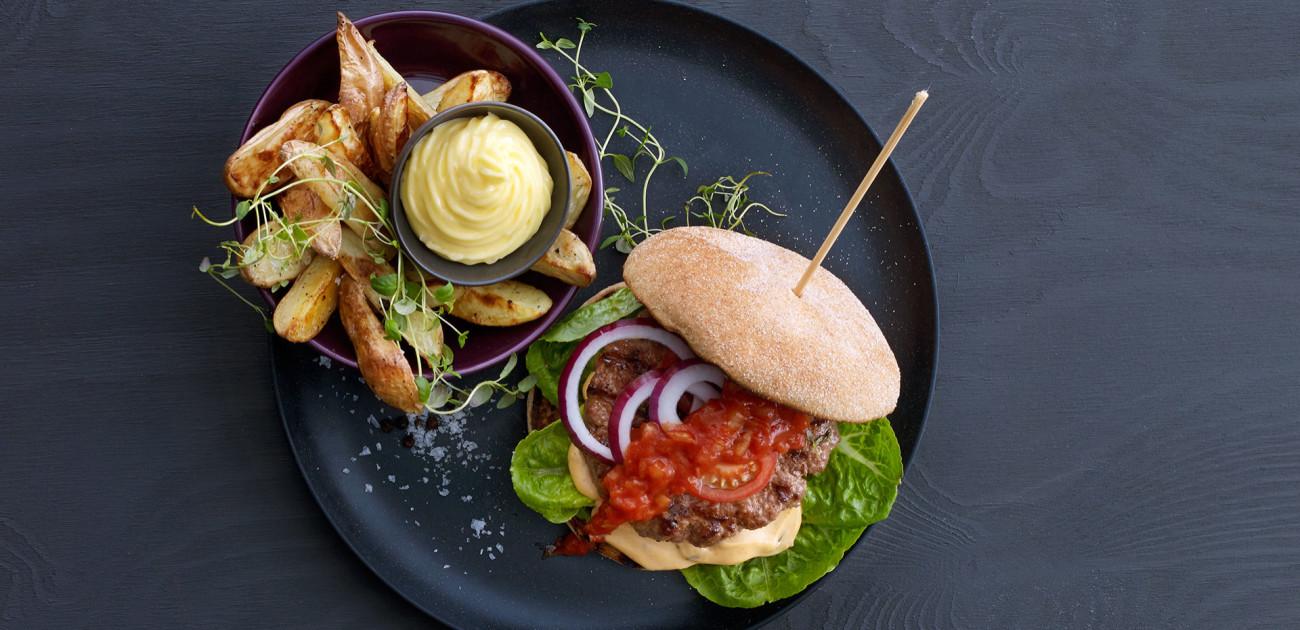 hamburger og chips